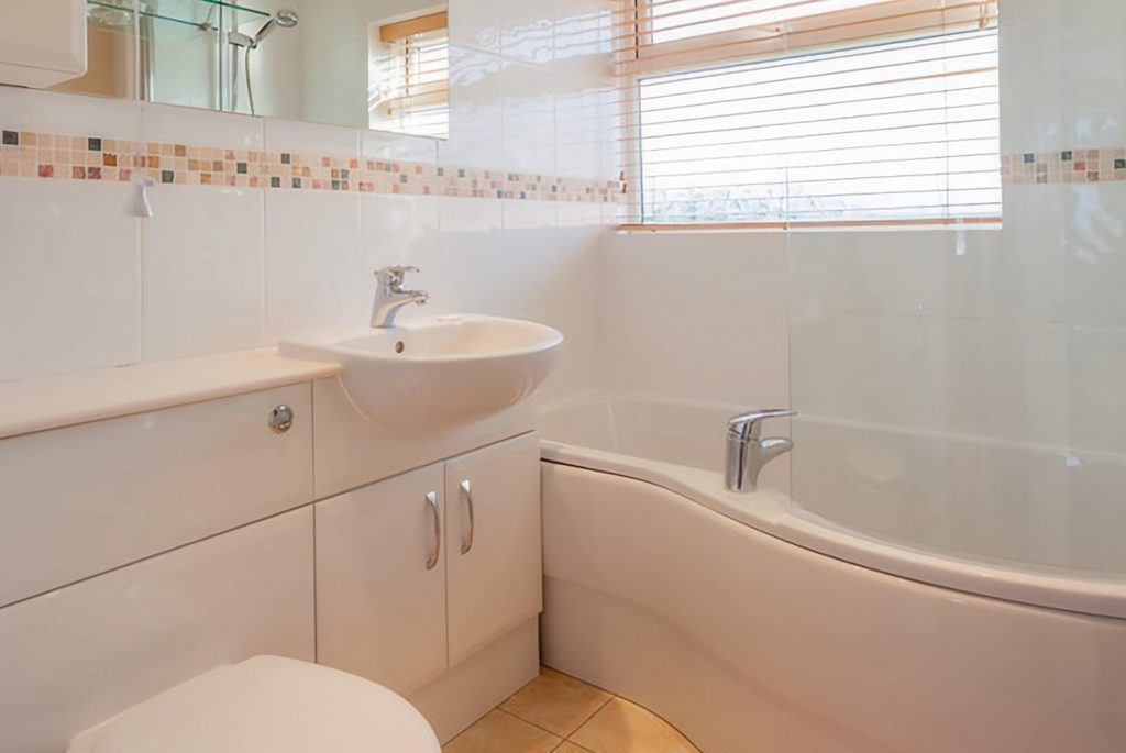 Seaside Bungalow Brean Bathroom